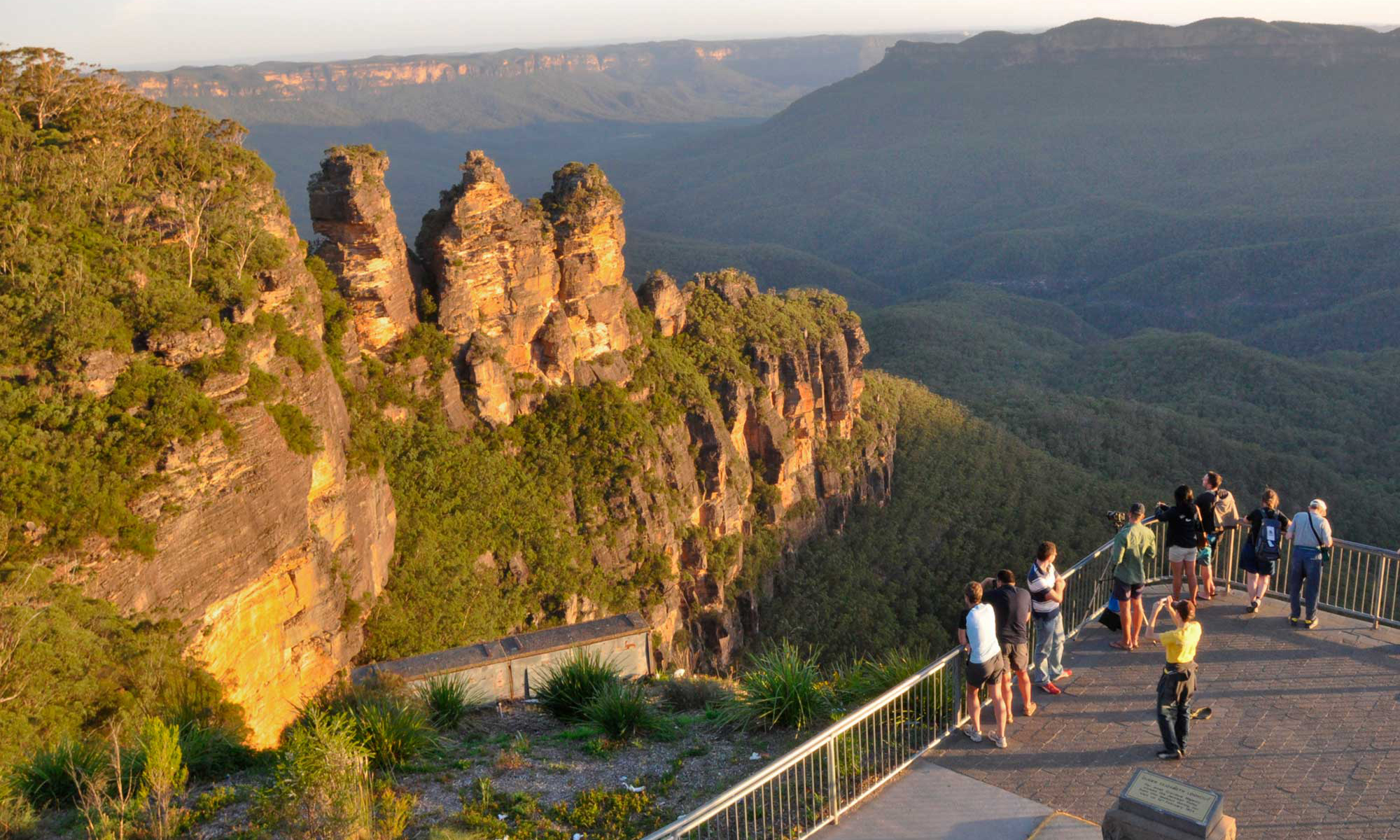 Three_Sisters_Blue-Mountains v1