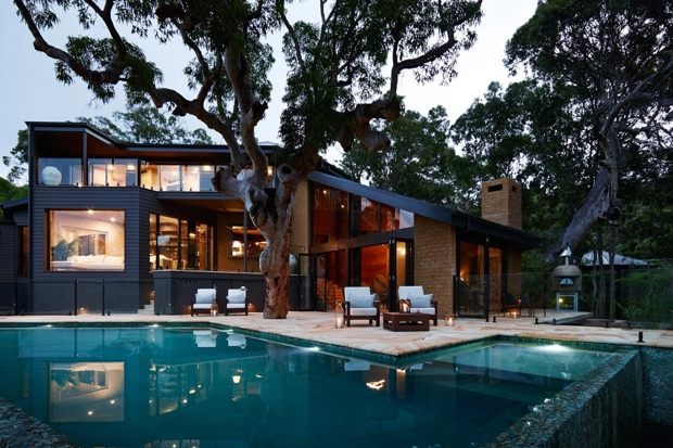 Pretty Beach House_night_620x413